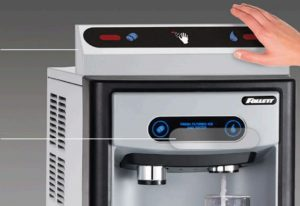 Follett dévoile une nouvelle technologie de distribution de glace et d'eau sans contact sans danger pour Covid