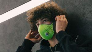 Le masque AirPop Active+ Smart Mask surveille la qualité de l'air et la respiration